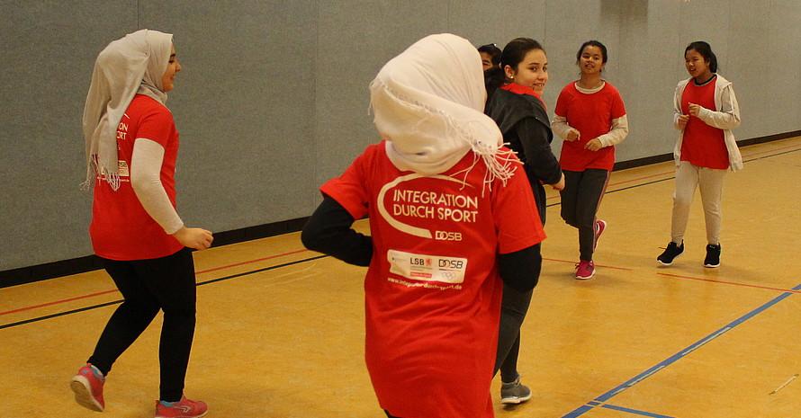 Ob beim Fußball in der gemischten Sportgruppe oder beim Kegeln – pro Woche haben etwa 70 Geflüchtete beim Verein Breitensport International eine Menge Spaß.