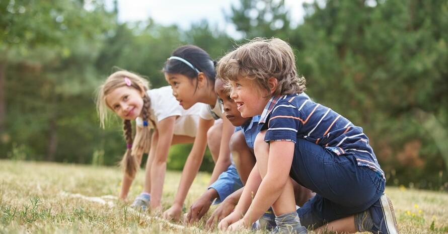 Die Deutsche Sportjugend und das Bundesfamilienministerium starten eine Kampagne gegen Bewegungsmangel und Einsamkeit von Kindern und Jugendlichen. Foto: fotolia.com/Robert Kneschke