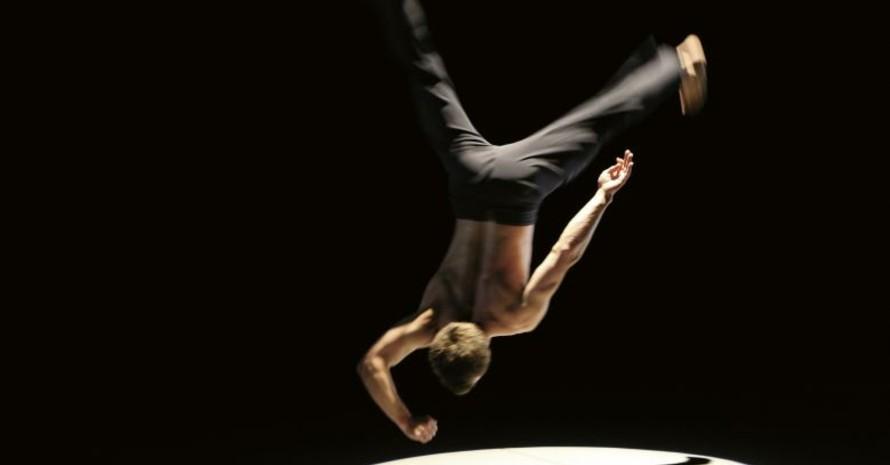 """Tänzer beim Bewegungstheater """"Furioso"""", Foto: Justin Nicholas"""