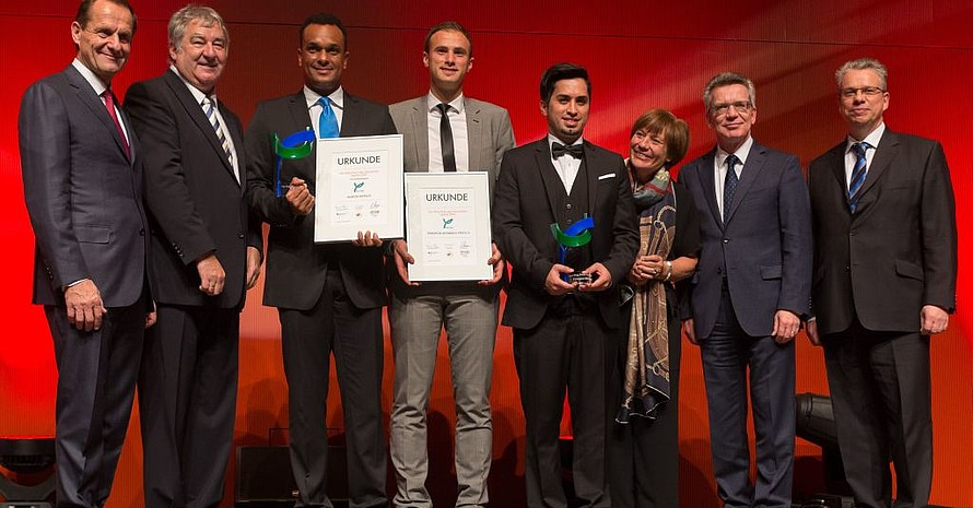 Die Preisträger und ihre Gratulanten (v.li.): Hörmann, Laaser, Rietsch, Inal, Celik, Mittermaier-Neureuther, de Maizière, Franzen; Foto: Roland Bonss