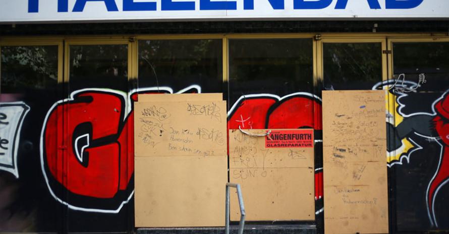 Durch die Finanznot vieler Kommunen, werden in Deutschland zahlreiche öffentliche Bäder geschlossen. Foto: picture-alliance