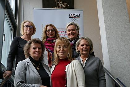 Obere Reihe v.l.n.r.: Mona Küppers, Sybille Hampel, Silke Renk-Lange Untere Reihe v.l.n.r.: Gabriele Wrede, Petra Tzschoppe, Kloty Schmöller