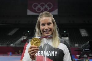 Aline Rotter-Focken beendet ihre Sportlerinnenkarriere mit der Goldmedaille in Tokio. Foto: picture-alliance