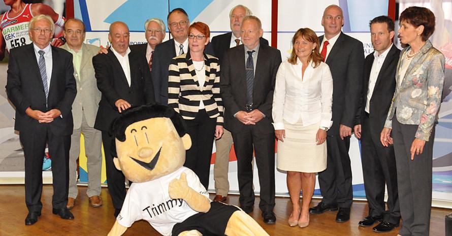 Das neue Präsidium des LSB Rheinland-Pfalz mit Präsidentin Karin Augustin (r.) und Trimmy. Foto: LSB Rheinland-Pfalz