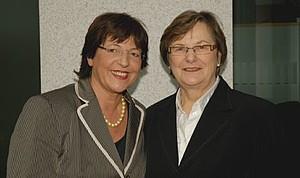 Bundesgesundheitsministeriin Ulla Schmidt (li.) und DOSB-Vizepräsidentin Ilse Ridder-Melchers möchten, dass noch mehr Frauen, Mädchen und Familien Freude an Bewegung und Fitness finden. Foto: BMG