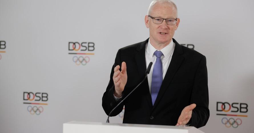"""Thomas Arnold, DOSB-Vorstand Finanzen, führte den Tagesordnungspunkt """"Finanzen und Haushalt"""" aus. Foto: picture-alliance"""