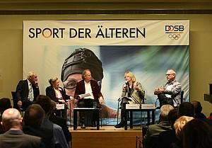 Demografischer Wandel Sport der AElteren Podium Diskkussion Loecke Foto Karsten Thormaehlen