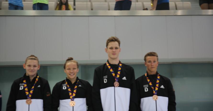 Die deutsche Mixed-Staffel über 4x100m Freistil nach dem Gewinn der Bronzemedaille. (Foto: DOSB)