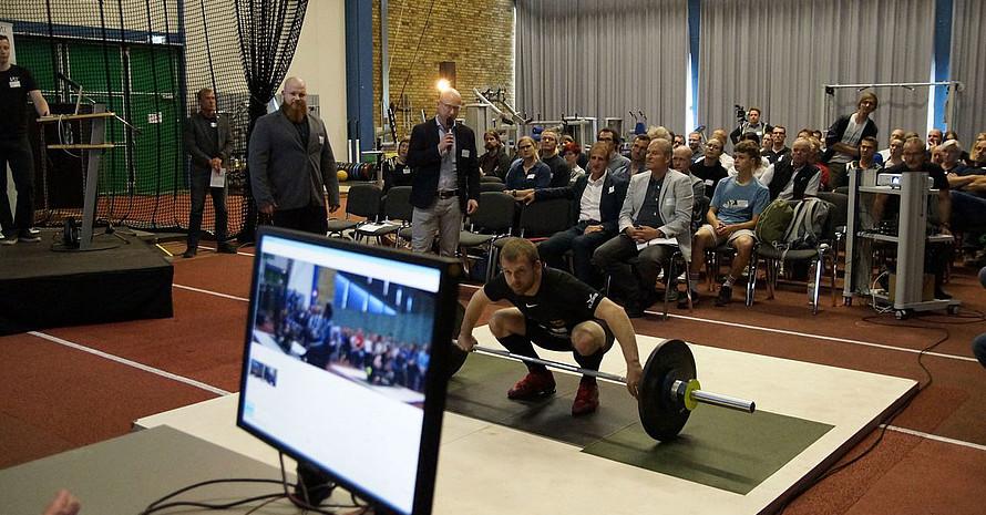 Demonstration am neuen IAT-Messplatz Gewichtheben. Foto: IAT