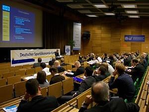 Im großen Hörsaal der DSHS Köln