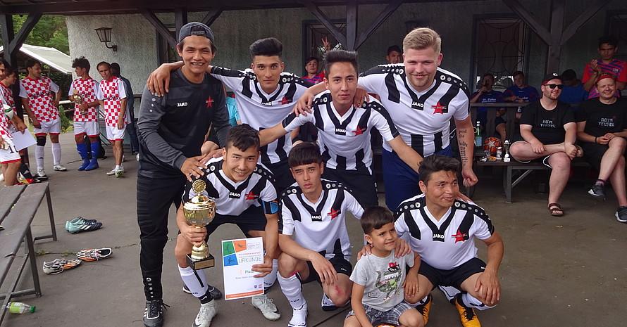 Das Team vom Thüringer Stützpunktverein Roter Stern Gera freut sich über den Turniersieg.