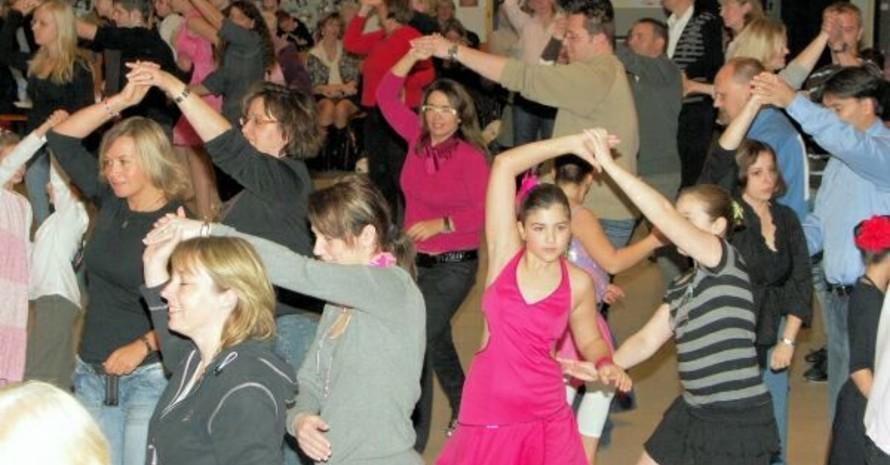 Der Club Saltatio Hamburg hatte Disco-Fox angeboten. Jüngere und Ältere waren gleichermaßen begeistert. Foto: Lisa Meins
