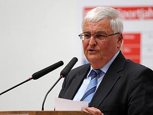DFB-Präsident Theo Zwanziger im historischen Kölner Rathaus. Foto: Führungs-Akademie