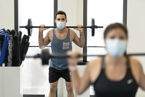 Fitnesstraining in Zeiten von Corona Foto: picture-alliance