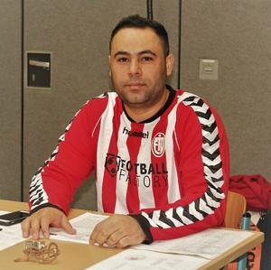 Mansur Asadi an seinem Arbeitsplatz; Foto: ETV