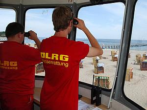 2,2 Millionen Wachstunden leisteten die Ehrenamtlichen der DLRG im Jahr 2010. Foto: picture-alliance