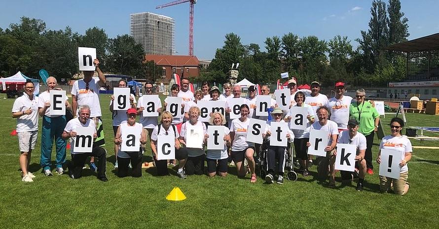 """Im Rahmen der Kampagne """"Engagement macht stark!"""" ist in Berlin Detlef Salchow vom VfB Hermsdorf (mit dem Buchstaben E) geehrt worden. Foto: DOSB/Treudis Naß"""