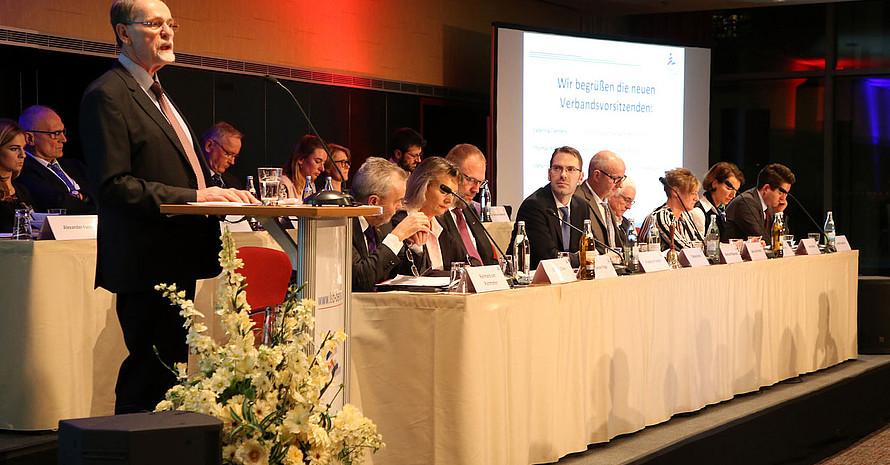 Mitgliederversammlung des LSB Berlin mit Präsident Thomas Härtel (l.). Foto; LSB Berlin/Jürgen Engler