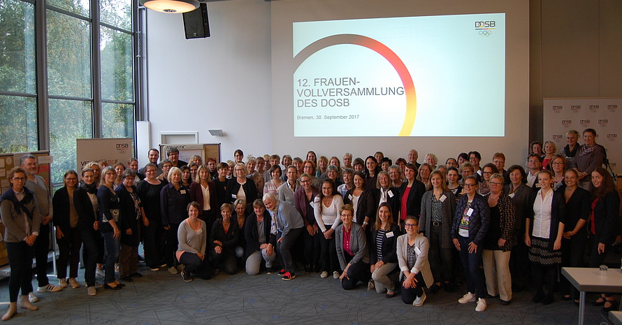 Die Delegierten der Frauenvollversammlung 2017 stellen sich zum Gruppenbild. Foto: DOSB