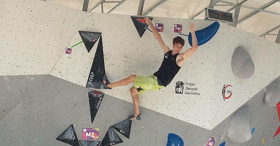 Jan Hojer freut sich über die erste erfolgreich absolvierte Route. Foto: DOSB