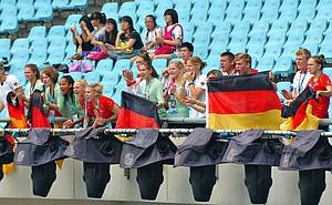 Mit Herz und Leidenschaft unterstützen die Athletinnen und Athleten der Deutschen Jugend-Olympiamannschaft sich gegenseitig. Foto: DOSB