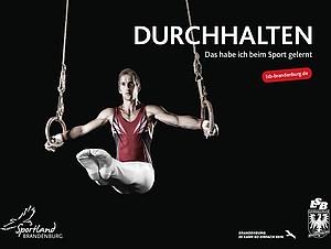"""Motiv Turner an den Ringen zur Kampagne """"Beim Sport gerlernt"""". Foto: LSB Brandenburg"""