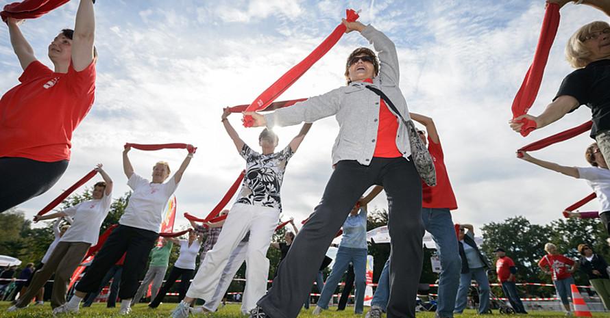 """Die Seniorengymnastikgruppe gewinnt den Titel """"Initiative des Monats März"""" und 500 Euro. Foto: Mission Olympic"""