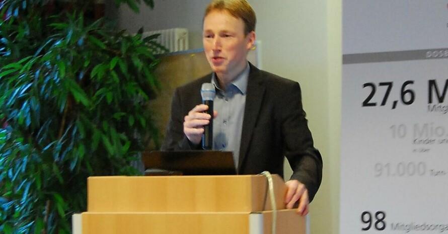 Prof. Bernd Wolfarth rät zu einem stufenweisen Einstieg zurück in die körperliche Aktivität. Foto: DOSB