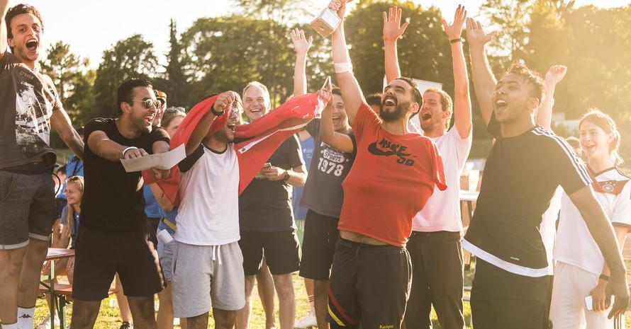 """So sehen Sieger aus – die TU Darmstadt holte 2017 und 2018 den Titel als """"Sportlichste Uni Deutschlands"""" (Foto: Helge Lamb/TU Darmstadt)"""