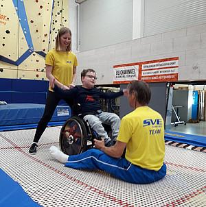 Im Rollstuhl auf dem Trampolin im SVE Hamburg Quelle: SVE Hamburg