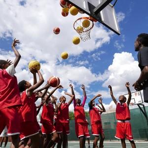 BAS-Kids bei einer Basketball- und Life Skill - Einheit ©DOSB