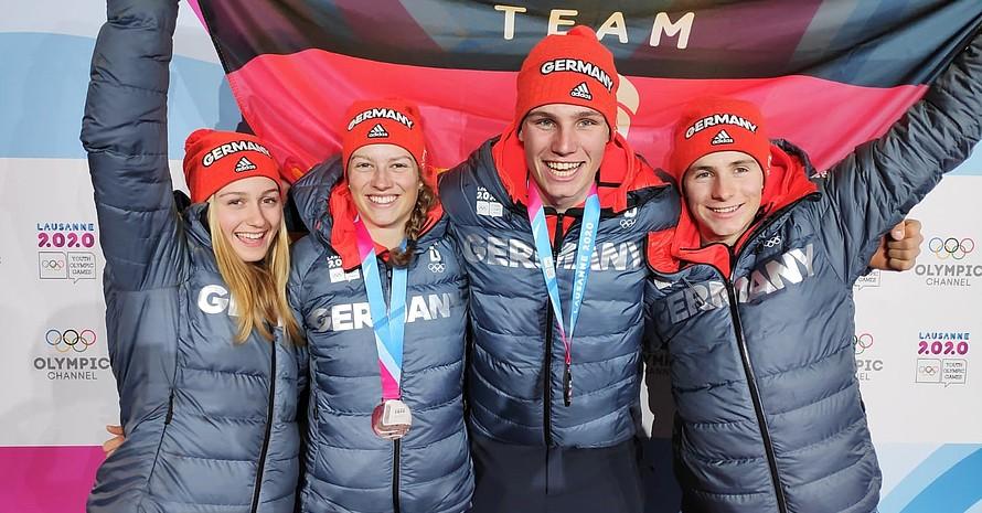 Mannschaftsfoto von den beiden deutschen Duos, die im alpinen Team-Event an den Start gegangen sind (v.li.):  Sophia Zitzmann, Lara Klein, Max Geissler-Hauber und Marinus Sennhofer; Foto: DOSB