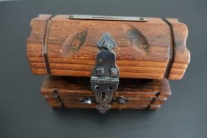 Kleine Schatztruhe aus Holz