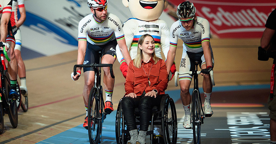Kristina Vogel (m.) beim Berliner Sechstagerennen. Foto: picture-alliance