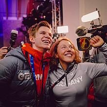 Doppeltes Gold im Deutschen Haus: Laura Dahlmeier und Andreas Wellinger feiern gemeinsam ihre Erfolge (Foto: Marvin Ronsdorf/DOSB)