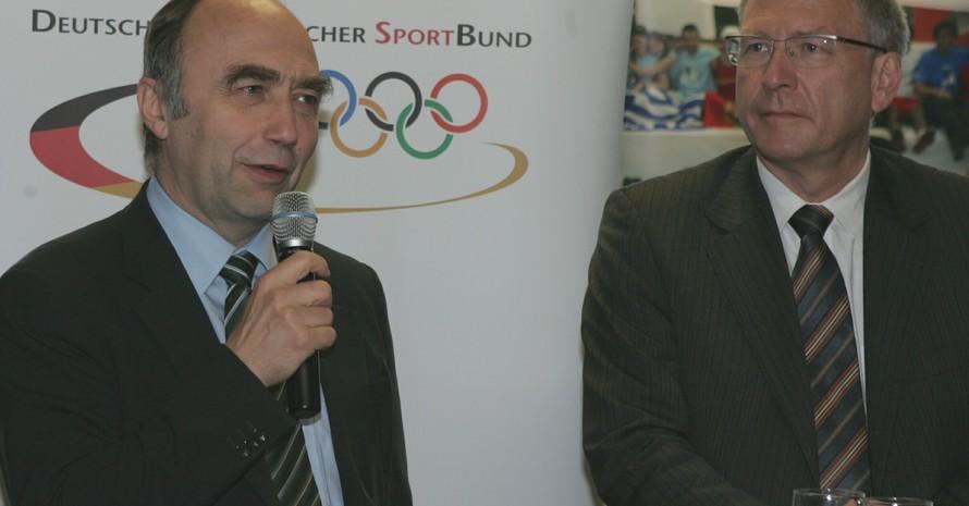 Der Parlamentarische Staatssekretär Dr. Christoph Bergner (li.) und DOSB-Generaldirektor Dr. Michael Vesper eröffneten am 26.6.2007 die EU-Sprechstunde in der Commerzbank-Arena in Frankfurt/Main. Foto: Hikmet Temizer
