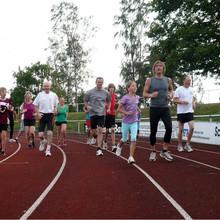 Beispielfoto: Auf der Tartanbahn des Jahnstadions in Stadthagen können die Sportlerinnen und Sportler gut für das Deutsche Sportabezeichen trainieren. (Foto: Jürgen-W. Hansch)