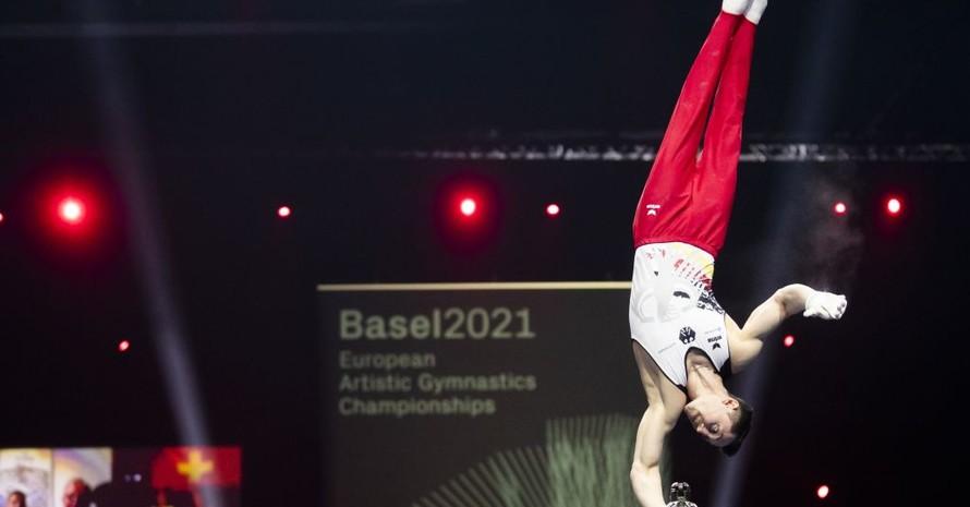 Andreas Toba turnt erstmals in einem Einzelfinale und gewinnt die Silbermedaille. Foto: picture-alliance