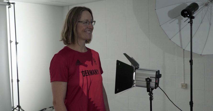 Lisa Unruh beim Interview am Tag der Einkleidung für die Olympischen Spiele in Tokio; Foto: DOSB