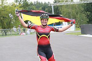 Glücklich auf der Ehrenrunde: Mareike Thum. Foto: Georg Opperskalski