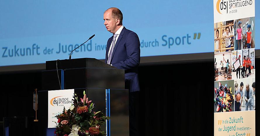 Der dsj-Vorsitzende Jan Holze auf der Vollversammlung in Bremen. Foto: dsj