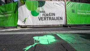 Präsentation des Kampagnemotivs zum Kirchentag 2019 vor der St. Petri Kirche in Dortmund. Foto: Kirchentag2019/Stephan Schütze