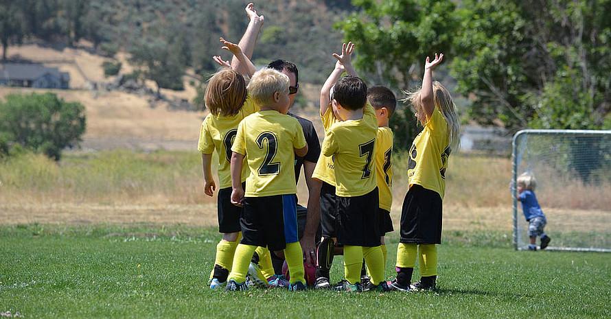 Ehrenamtliche können Kindern und Jugendlichen einiges mitgeben,damit sie zu fairen Sportler*innen werden. Foto: Pixabay