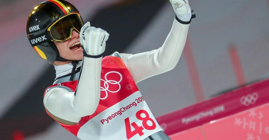 Jubel über Silber: Andreas Wellinger weiß schon kurz nach der Landung, dass er seine zweite Medaille sicher hat (Foto: Picture Alliance)