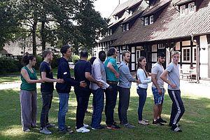 """Teilnehmende aus dem """"BFD Welcome"""" Sonderprogramm des Bundesfreiwilligendienstes mit Flüchtlingsbezug in der Landesturnschule Melle"""