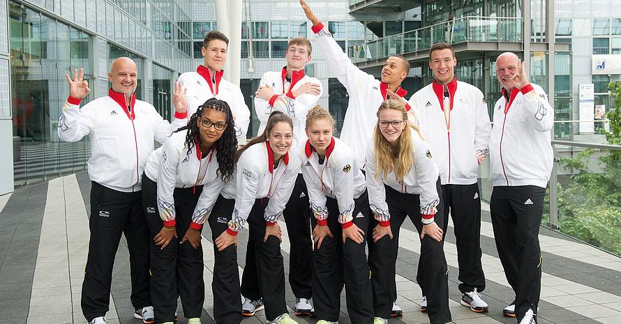 """Die jungen Basketballer und ihre Betreuer signalisieren """"Null Toleranz"""" gegenüber Doping. Foto: Tobias Hase / picture alliance / DOSB"""