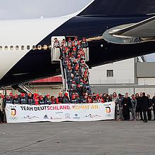 """Die deutsche Olympiamannschaft, das erfolgreiche """"Team D"""", ist auf dem Frankfurter Flughafen gelandet. Foto: picture-alliance"""