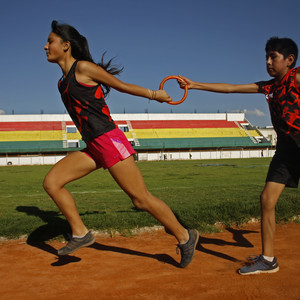 Mixed-gender relay race in Bolivia © DOSB