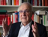 Der ehemalige Intendant des WDR, Fritz Pleitgen, ist dem Sport treu verbunden. Foto: picture-alliance