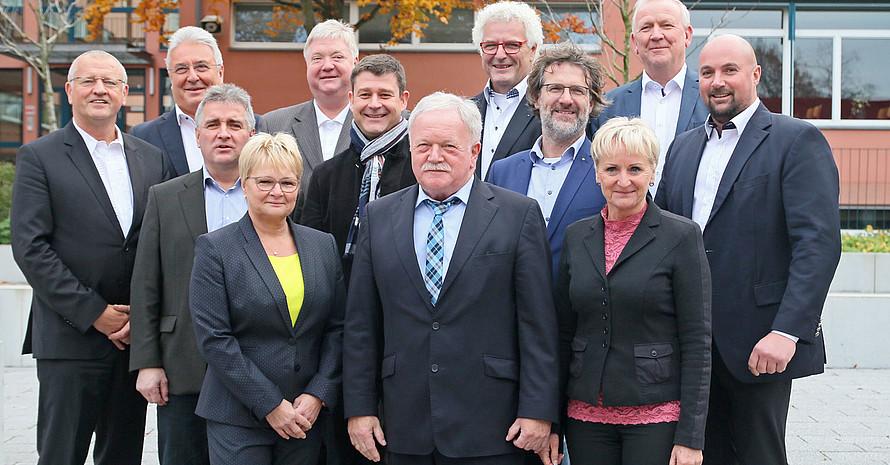 LSB-Präsident Wolfgang Neubert (vorne m.) mit dem Präsidium und dem Vorstand. Foto: LSB Brandenburg